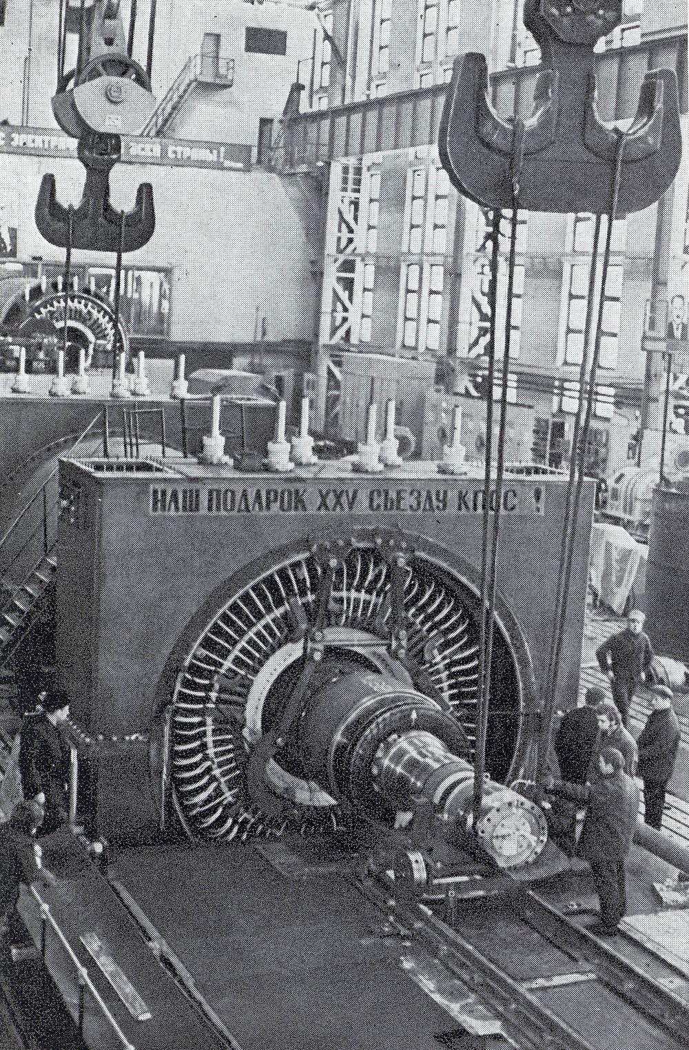 Турбогенератор мощностью 1200 тыс. кВт на испытательном стенде