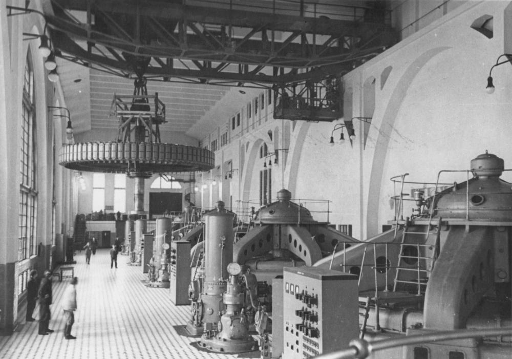 Машинный зал Волховской ГЭС. 1926 год